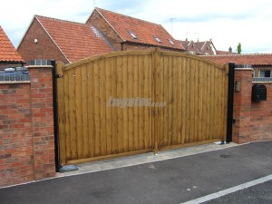 Softwood Bowed Top Gate